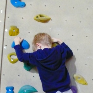 Regen in Wien klettern in der Kletterhalle mit Kindern