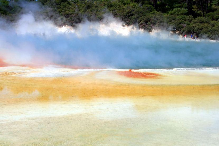 Geothermaler Highway: Prächtige Farben, üblerGeruch